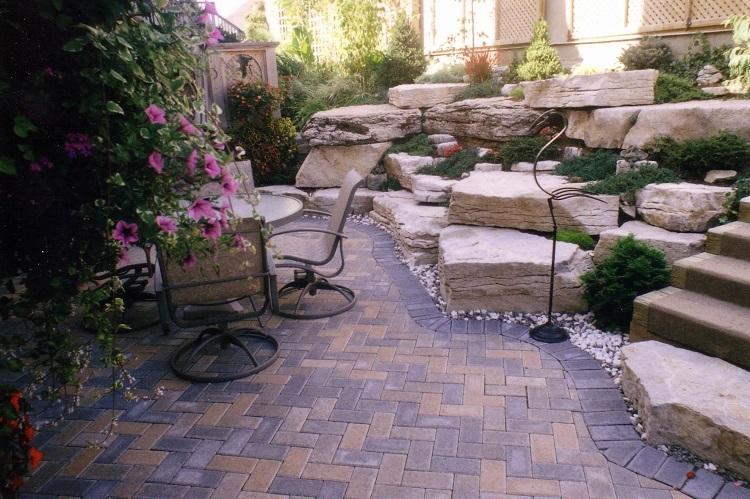 محوطه سازی با سنگ حیاط کوچک