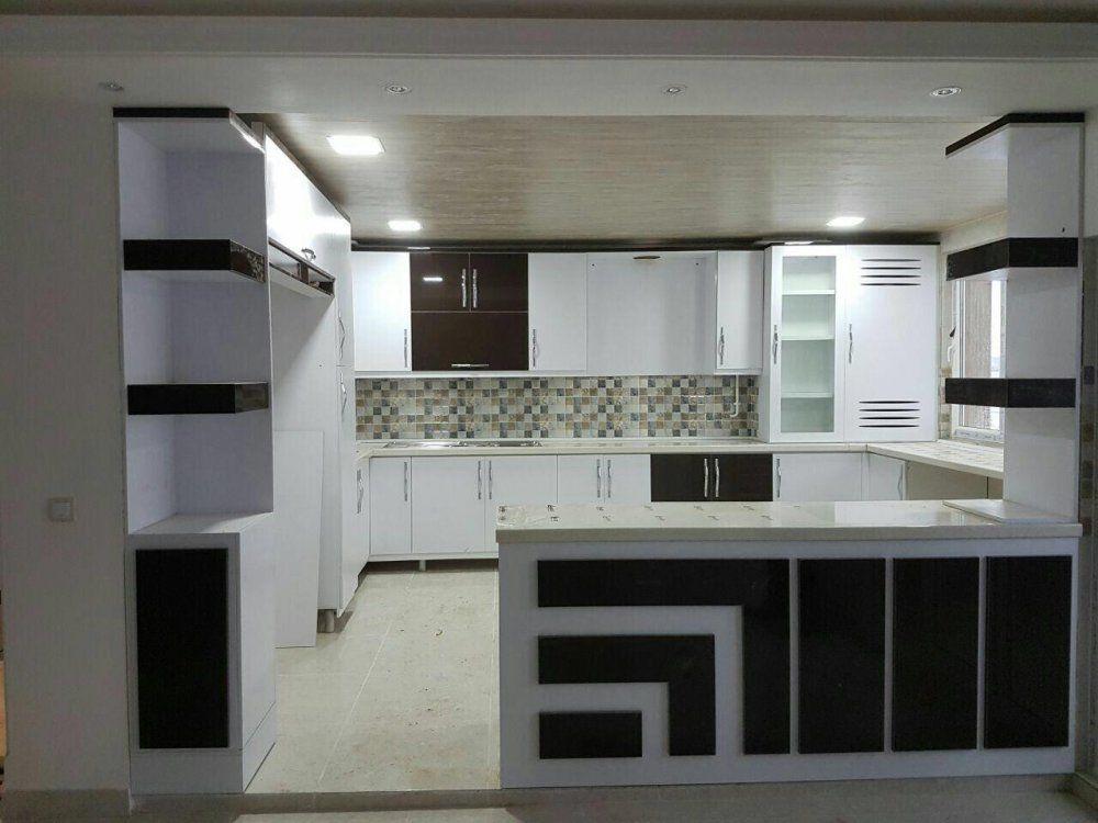 طراحی آشپزخانه با کابینت سفید و مشکی