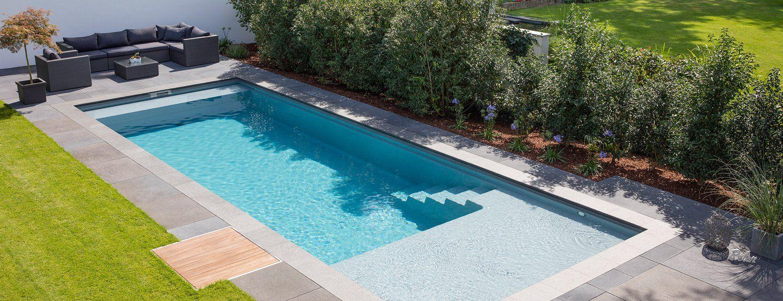آمادگی برای تصفیه آب استخر باغ ویلا